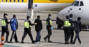 Transporte aérero de pasajeros para el traslado de personas extranjeras.